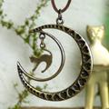 月とネコのネックレス
